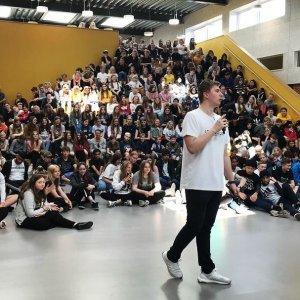 stand-up komiker; digital dannelse; internettet; ungdom;